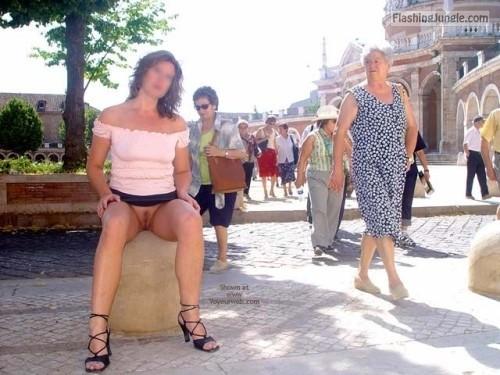 Upskirt Pics Pussy Flash Pics Public Flashing Pics No Panties Pics