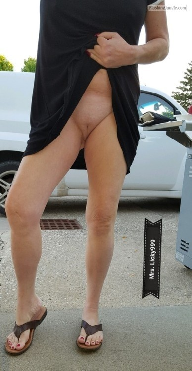 naughtydare: Happy commando Monday!A little trip on Indian... pussy flash no panties