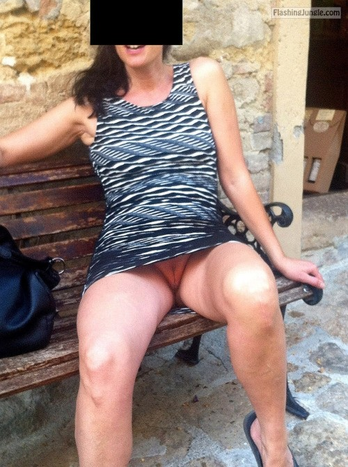 avereunamoglietroia: in giro a far compere….ops credo di aver... upskirt pussy flash public flashing no panties howife