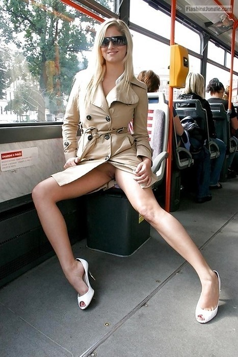 Photo upskirt pussy flash public flashing no panties