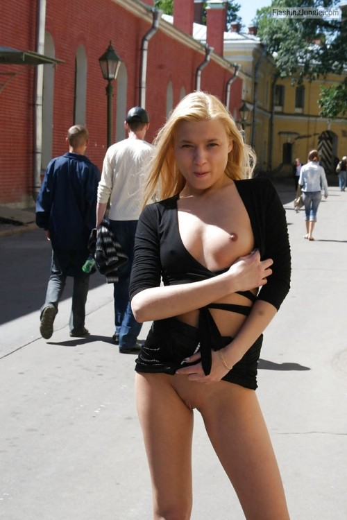 Photo pussy flash public flashing no panties boobs flash