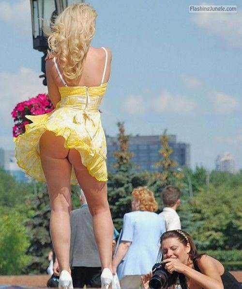 Voyeur Pics Upskirt Pics Public Flashing Pics No Panties Pics Ass Flash Pics