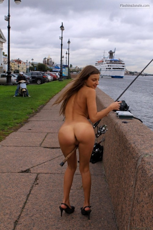 moccosdoggers:would you like some more women exhibitionists in... public nudity