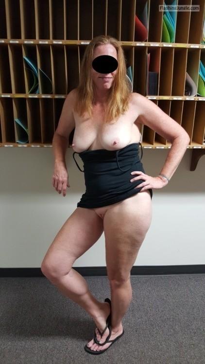 Pussy Flash Pics No Panties Pics MILF Flashing Pics Hotwife Pics Boobs Flash Pics