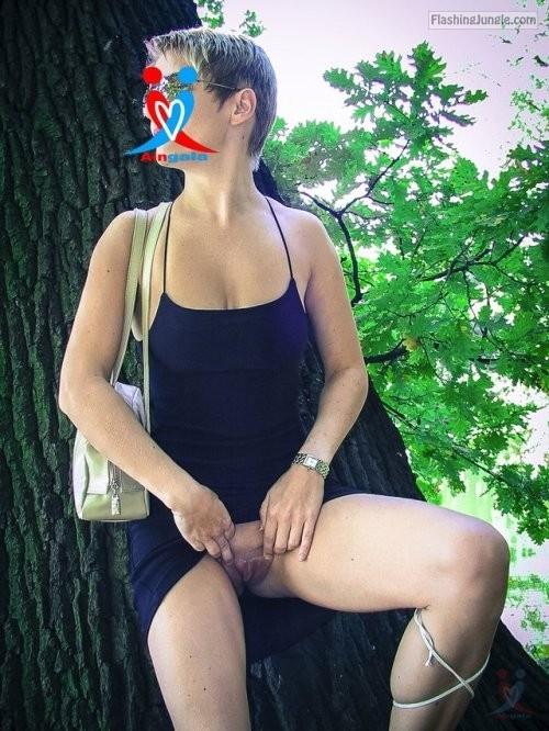 aingala: http://ift.tt/28QAaYk pussy flash public flashing no panties milf pics howife