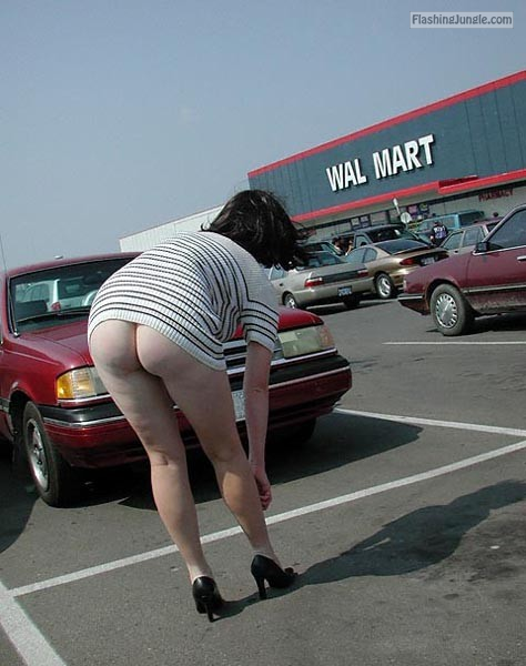 Big booty milf at walmart