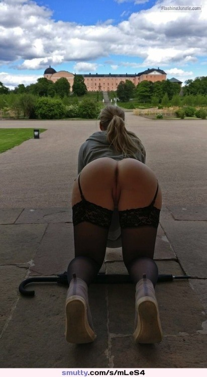 Kneeling bend over in stockings public flashing no panties ass flash