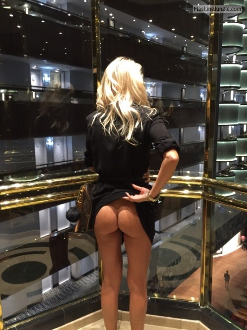 Pantyless Luxury blonde elevator public flashing no panties ass flash