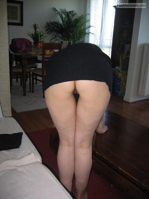 Upskirt Pics No Panties Pics MILF Flashing Pics Hotwife Pics Ass Flash Pics