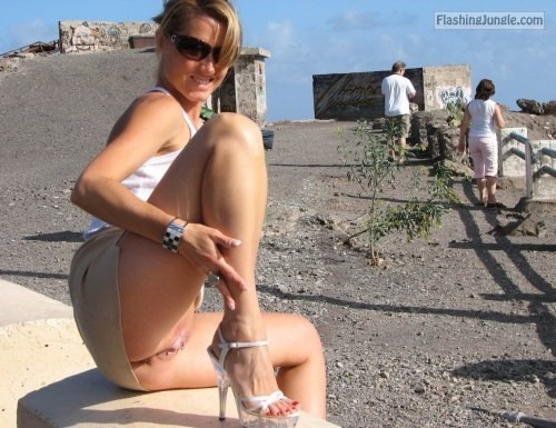 Upskirt Pics Pussy Flash Pics Public Flashing Pics No Panties Pics MILF Flashing Pics