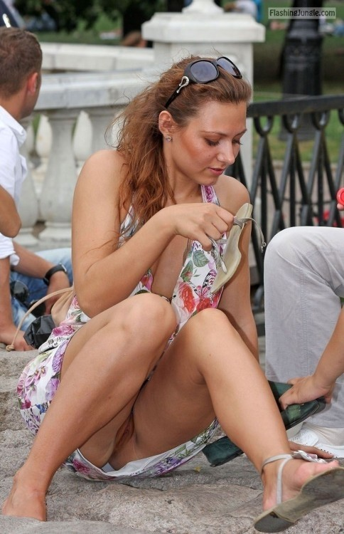 Caught upskirt no panties