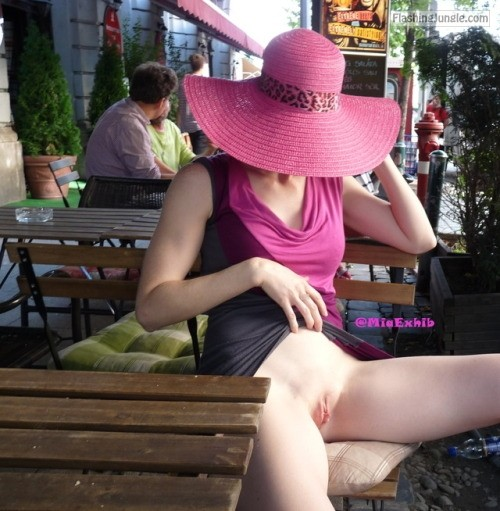 miaexhib: Upskirt at the cafe no panties