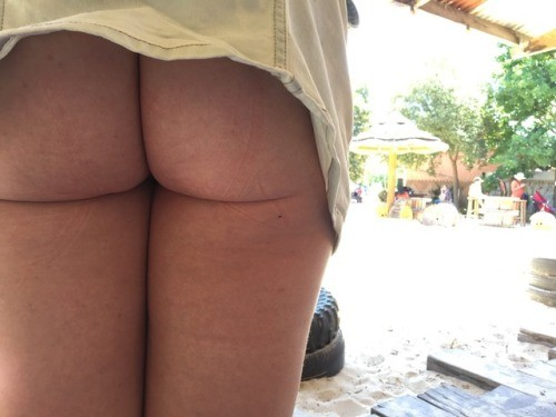kinkyfunforsum: Buns out at Werribee zoo no panties