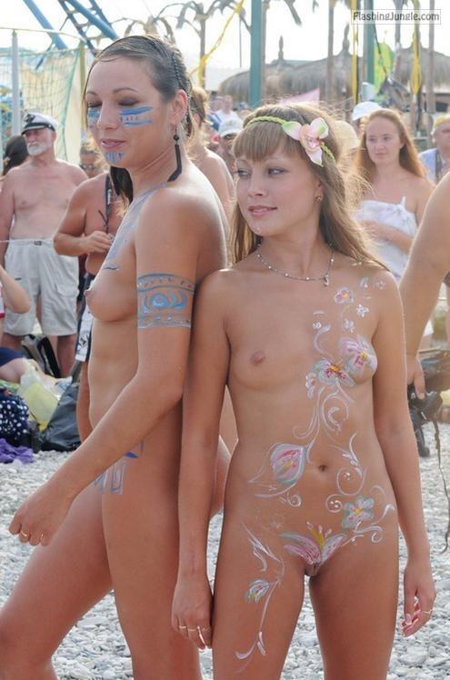 nuwd: nuwd: More nudists & naturists:... public flashing
