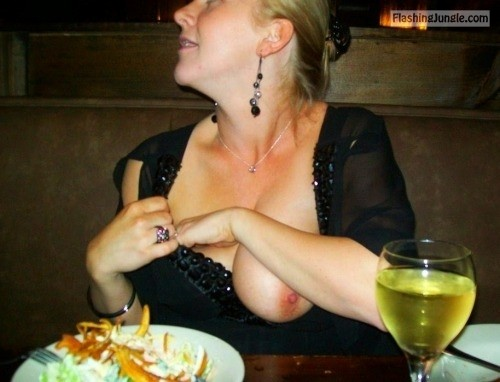 orgasmic sexy flashing:Restaurant Flash public nudity