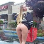 shoppingbabes5:Woman flashes ass in Target parking lot …