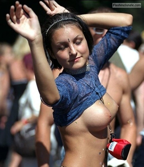 enf findings:This concert flasher loses herself in the moment... public flashing