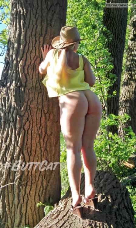 mastersbuttcat: #buttcat enjoying the weather. no panties