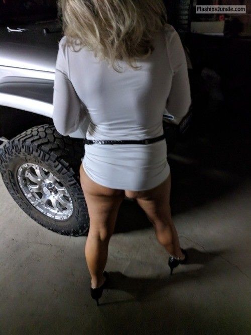 kevandsexywife: Going out to dinner no panties
