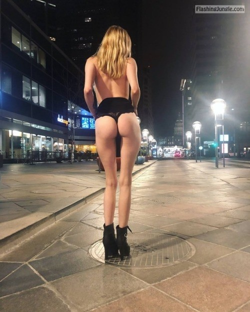 2sexy2bshy: gonewild flashing: A casual trip downtown Damn... public flashing