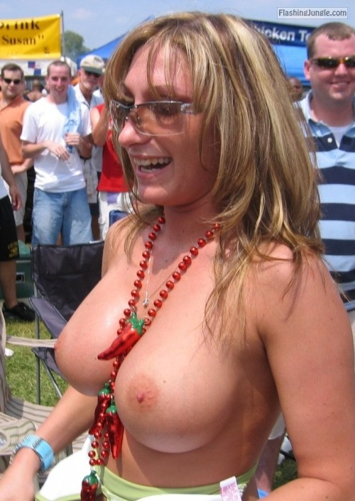milfsandmoms: superhotmilfs: https://ift.tt/W72to0 public nudity