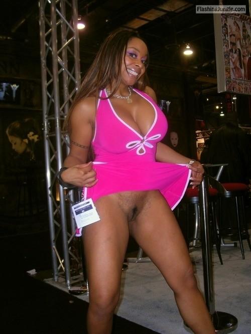 commandopussymarvel: Pantyless black babe in pink public flashing