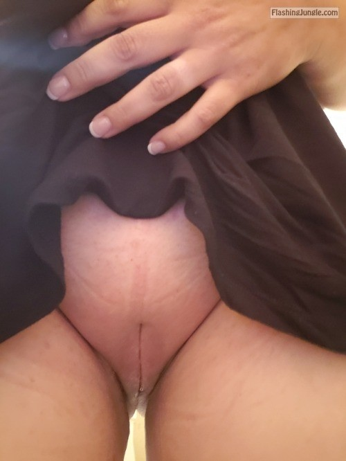 voodoopussy1000: Little work time play time. DO NOT REMOVE... no panties