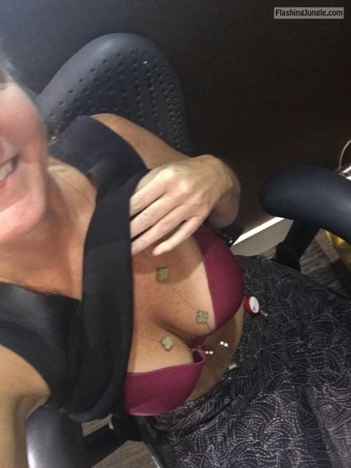 918milftexter: I'm all alone at the office again! I'm left to... no panties