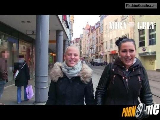 sperma walk: public flashing
