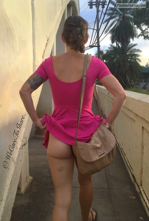 wecaretoshare: You should always pay attention when out, you... no panties