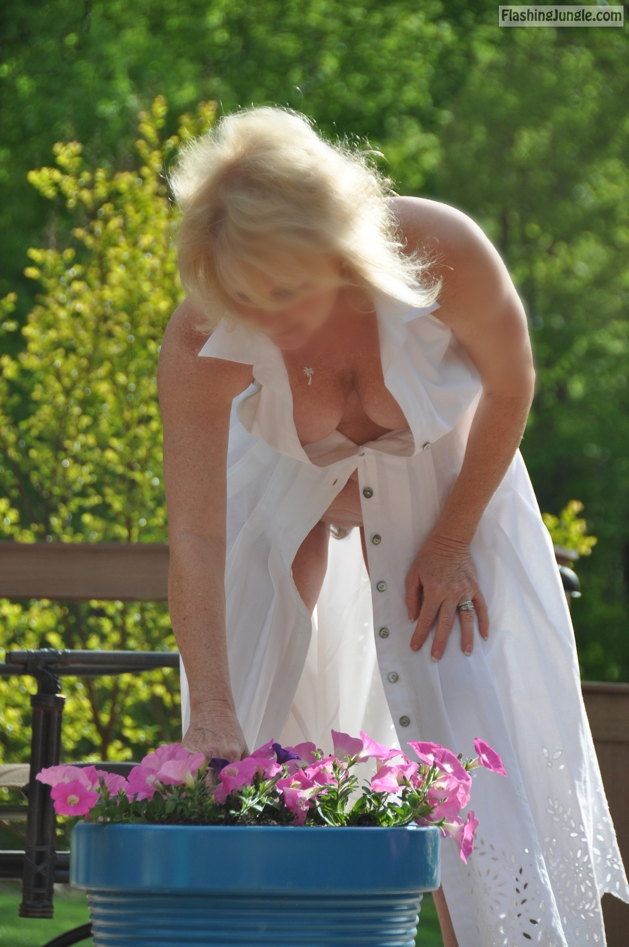 Voyeur shot – neighbor's wife in garden no underwear public flashing