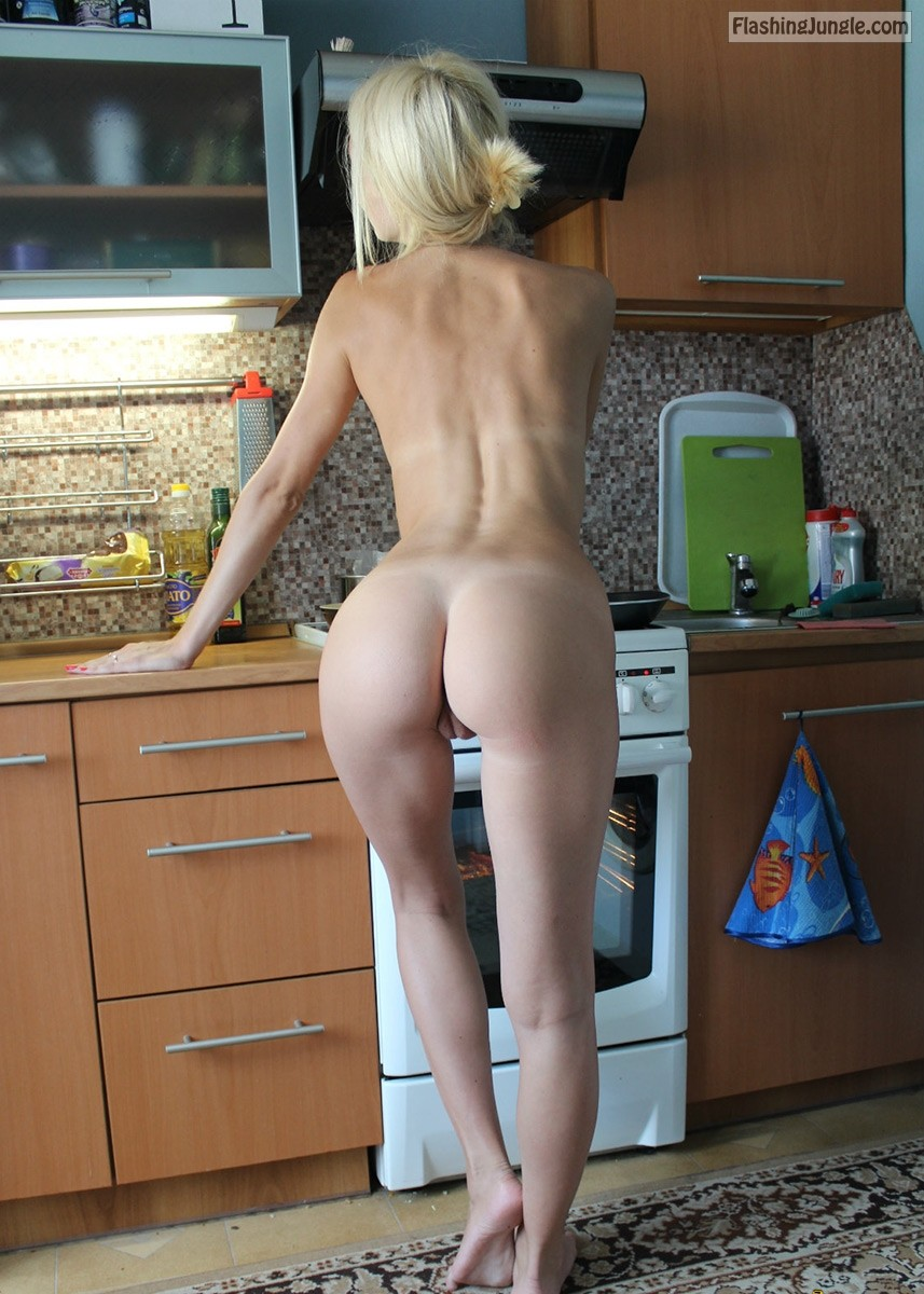 Spectacular housewife baking nude in the kitchen pussy flash no panties milf pics howife ass flash