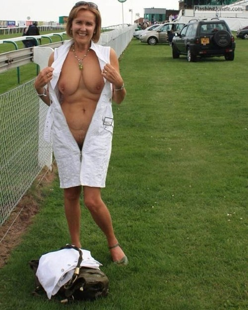 MILF flash at the race track… public flashing