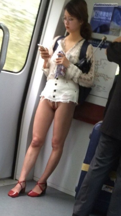 Japanese girl pantyless in ultra mini skirt No Panties ...