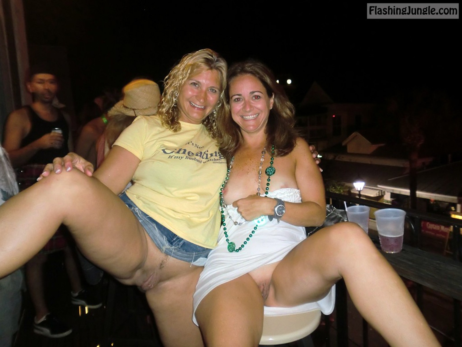 Drunk Milfs From Texas Flash Their Coochies At The Bar -9008