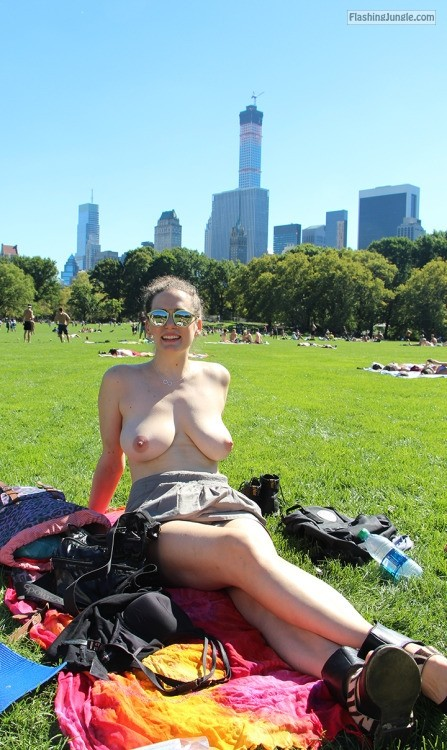 Topless Big Natural Tits Sunbathing In Park Boobs Flash -2695
