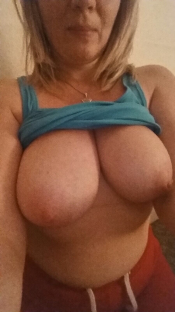 Real Amature Wife With Huge Boobs