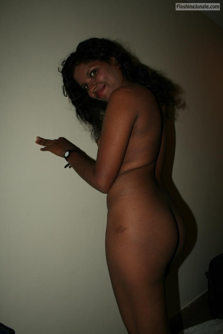 Sri Lankan Girl Fully Nude Ass Flash Pics, No Panties Pics -7078
